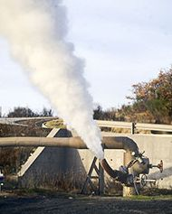 Geotermia: getto di vapore a Larderello (Pisa)
